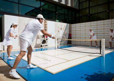 Mini tennis court Game, Set & Moet with Roger Federer